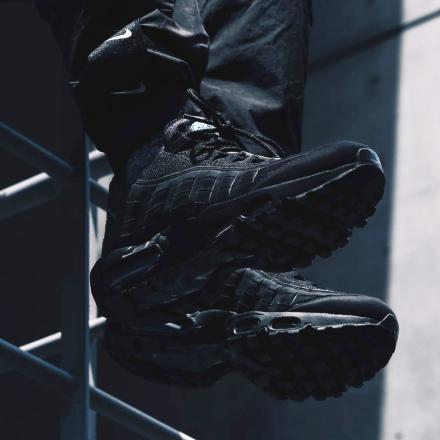 【国内6月26日発売予定】ナイキ エアマックス 95 ブラック/インペリアル ブルー(CJ7553-001)