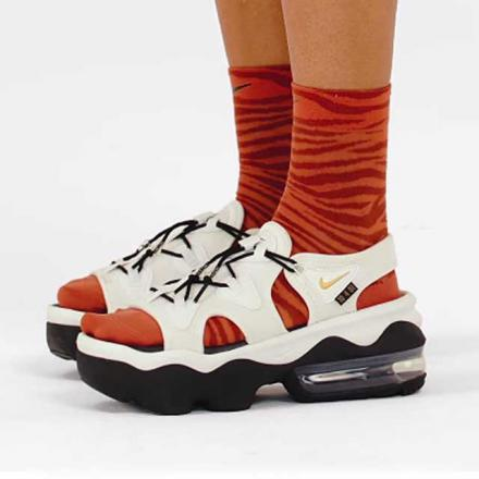 セリーナ・ウィリアムズ × ナイキ ウィメンズ エアマックス ココ サンダル サミット ホワイト/ブラック-メタリック ゴールド(DJ1453-100)