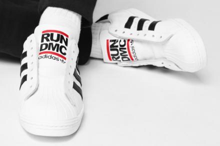 【国内8月23日発売予定】 RUN DMC × アディダス オリジナルス スーパースター 80'S ホワイト/ブラック/ライトスカーレット(M17513)