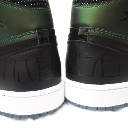 【3月15日発売予定】 ナイキ SB × エア ジョーダン 1 ブラック/ブラック-シルバー(653532-001)