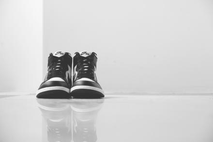 【国内11月8日発売予定】 ナイキ エアジョーダン1 レトロ ハイ OG ブラック/ホワイト-ブラック(555088-010)