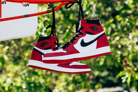 NIKE AIR JORDAN 1 RETRO HIGH OG WHITE BLACK VARSITY RED