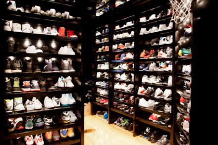 【写真】 ジョー・ジョンソンのスニーカーコレクション