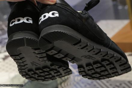 【国内2月10日発売予定】 ブラックコムデギャルソン × ナイキ エアペガサス83 ブラック/ブラック/ブラック(917490-001)